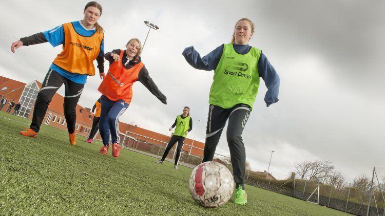 Fodbold for piger på efterskole
