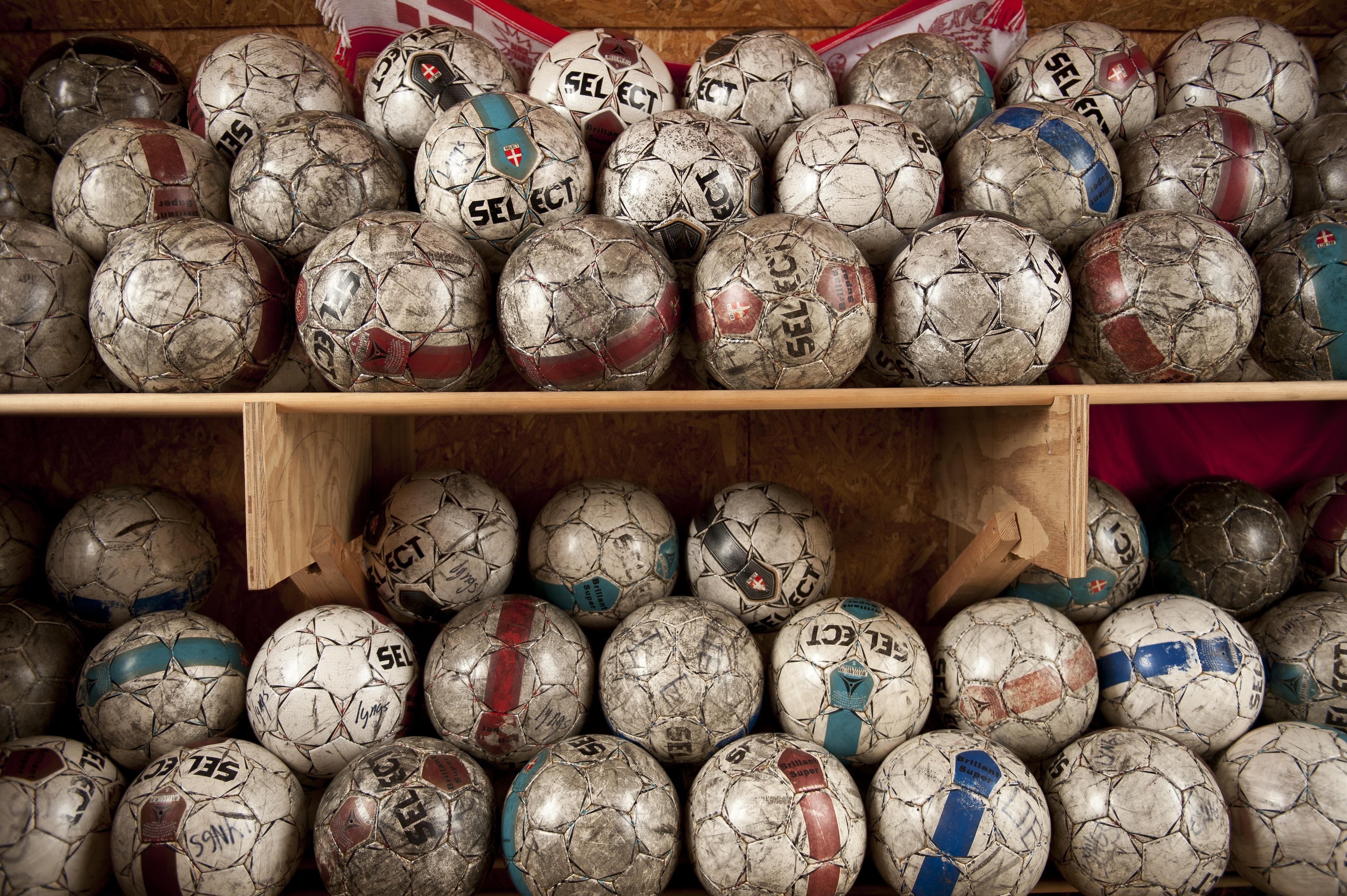 Masser af bolde - Alle med en historie